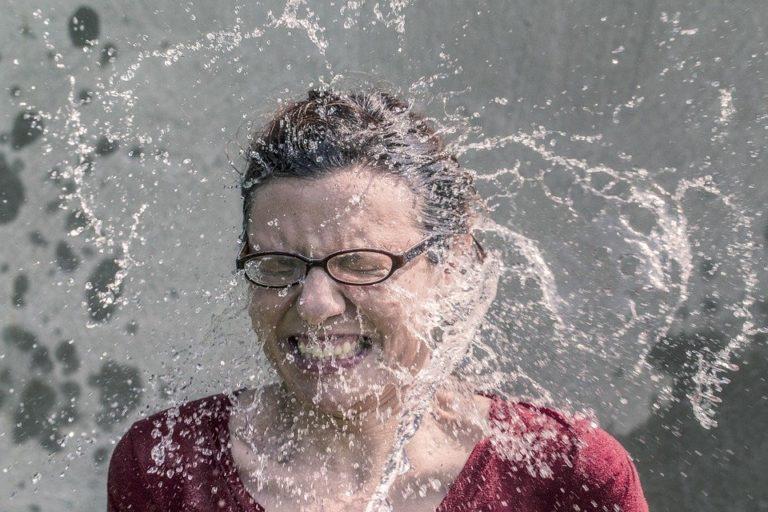 splash-water-woman
